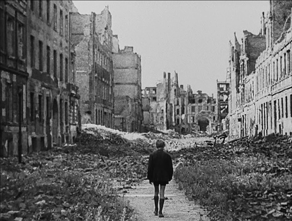 Still from Germany, Year Zero (1948).